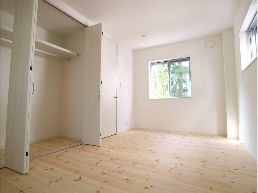 納戸表記のお部屋もしっかりと広さと採光を確保
