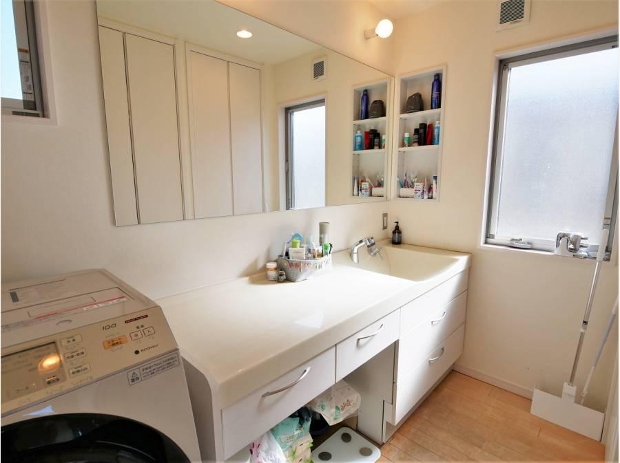 洗面スペースも広々です。
