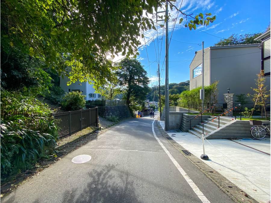 鎌倉らしい趣きのある前面道路