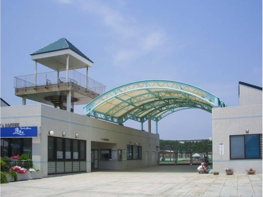 夏にはジャンボプールもひらかれる辻堂海浜公園