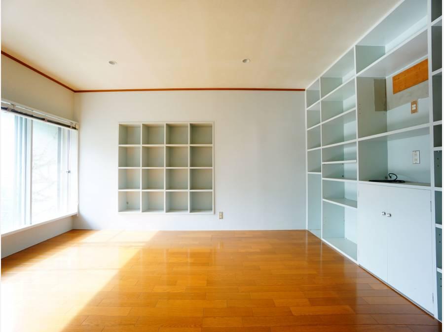 1階に3部屋、2階に2部屋の大型間取り。