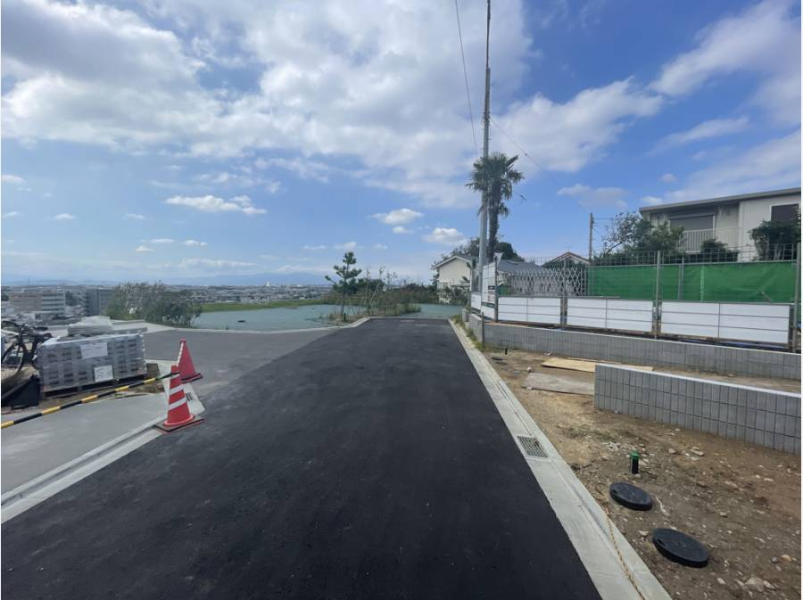 前面道路も新設された綺麗な道路になっております。