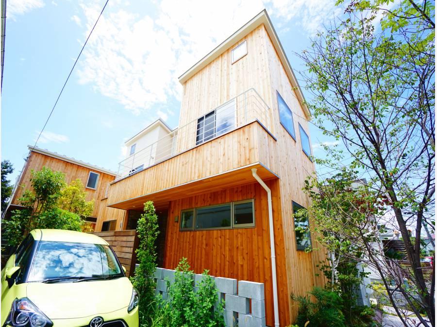 木材の温かみを感じる自然素材の家。