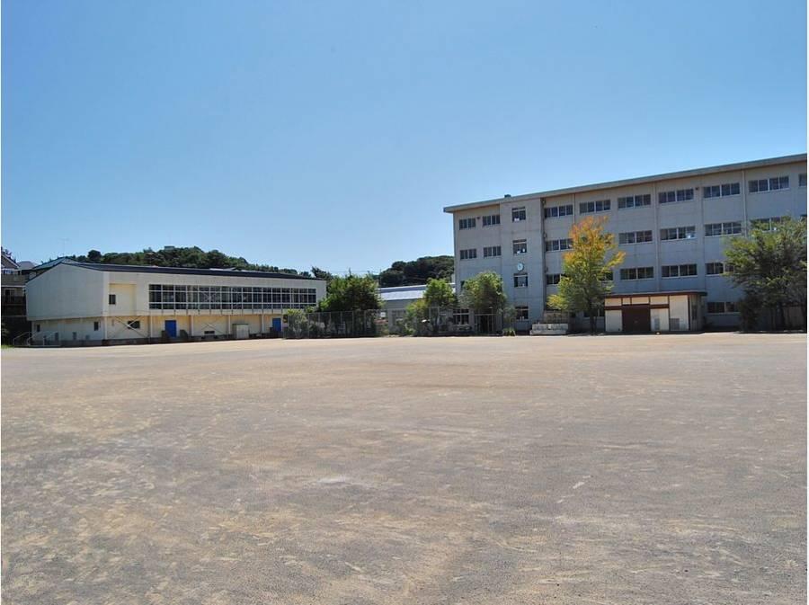 西鎌倉小学校まで徒歩14分(約1.1㎞)
