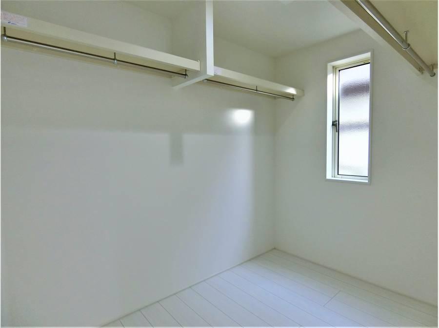 更に3帖大のウォークインクローゼットと充実したお部屋。