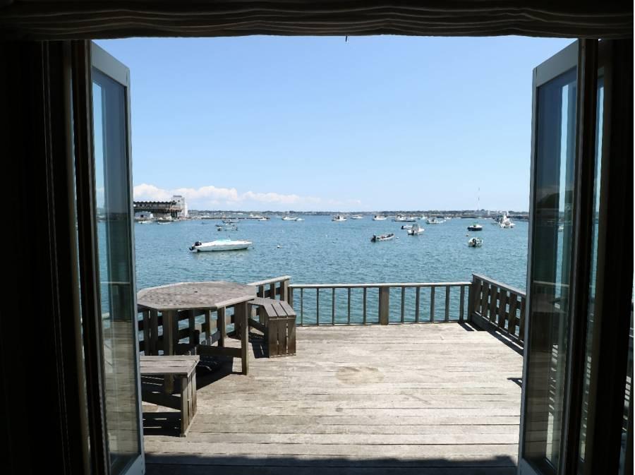 窓の向こうは海・海・海
