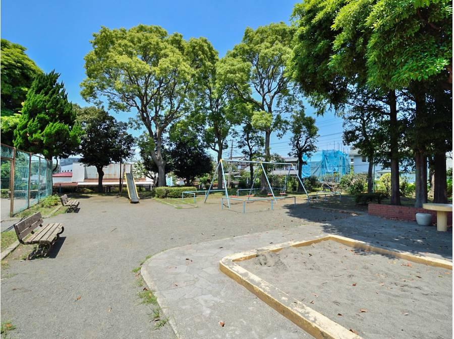 亀井野公園まで徒歩1分(約50m)