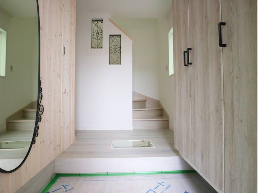 間口の広い玄関ホール