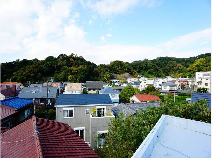 屋上からは葉山を360°見渡せるロケーション。