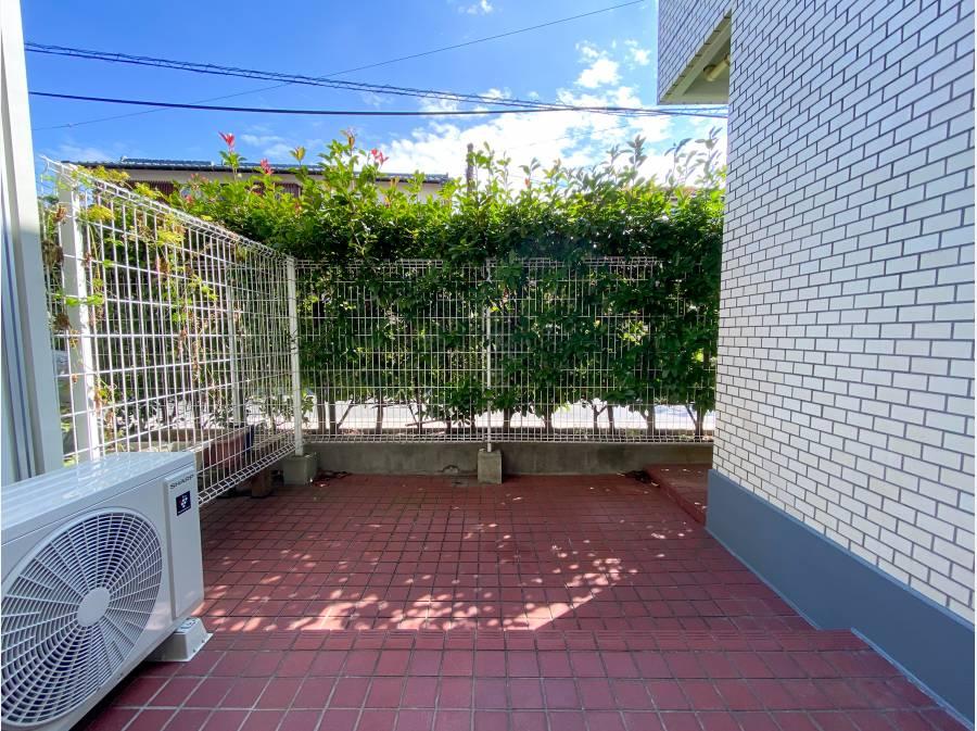 心地良い陽ざしと緑が印象的な専用庭!