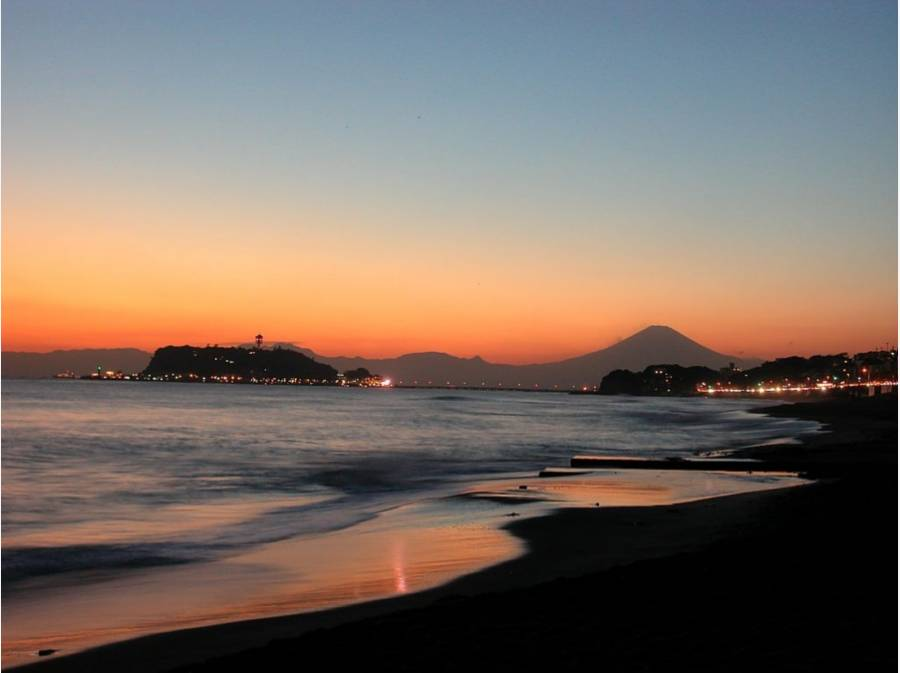 七里ヶ浜海岸まで約1100mの近さ。この夕景がいつでも見れます。