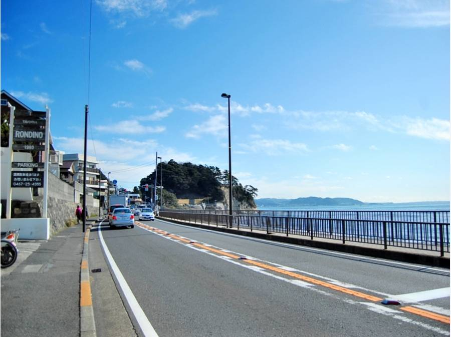 海岸線まで約250M 右先には稲村ケ崎公園が見えてます