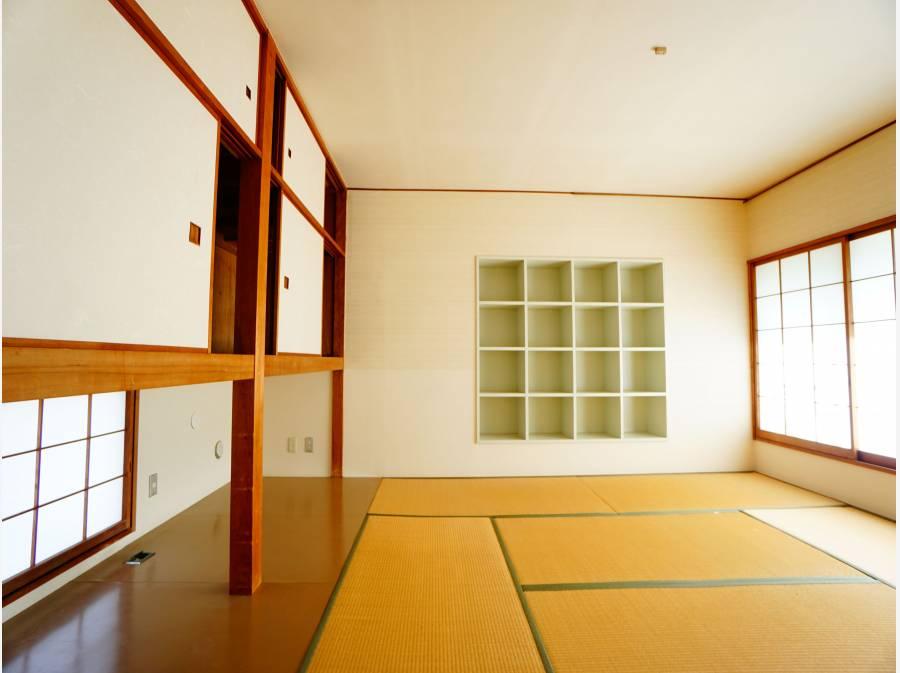 趣のある造りの和室。