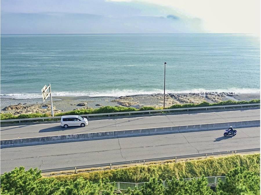 西湘バイパスを挟み、海抜は結構高めです。