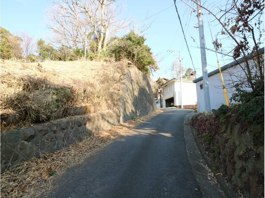 現地前の道路