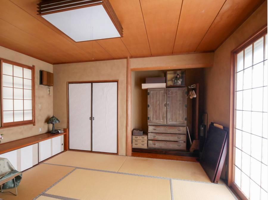 お庭を眺める和室8帖大には掘りごたつが設備されています。