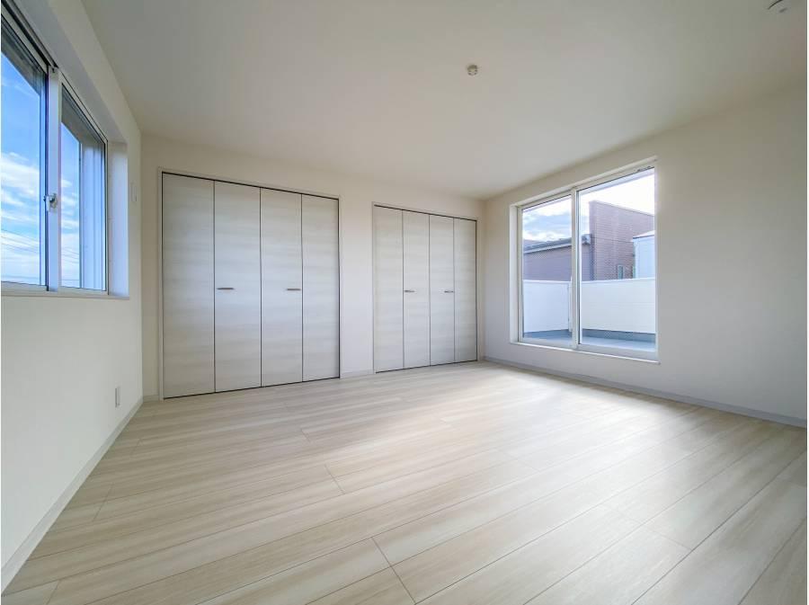 主寝室は約10帖の広さ。ルーフバルコニーへ出られます