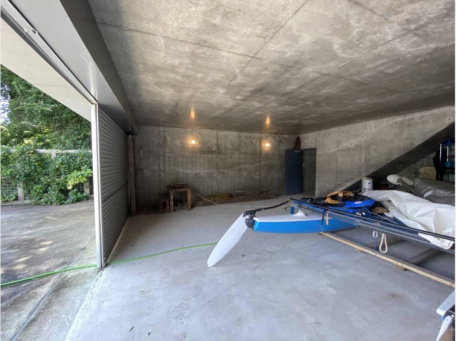 40帖ある艇庫スペース。