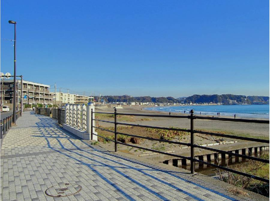 鎌倉の名所、由比ガ浜海岸。あのドラマやあの映画にも登場しました。