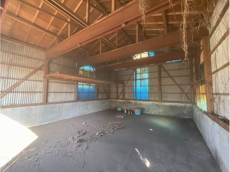 古いですが鉄骨で組まれた倉庫はリノベーション素材になるかも。