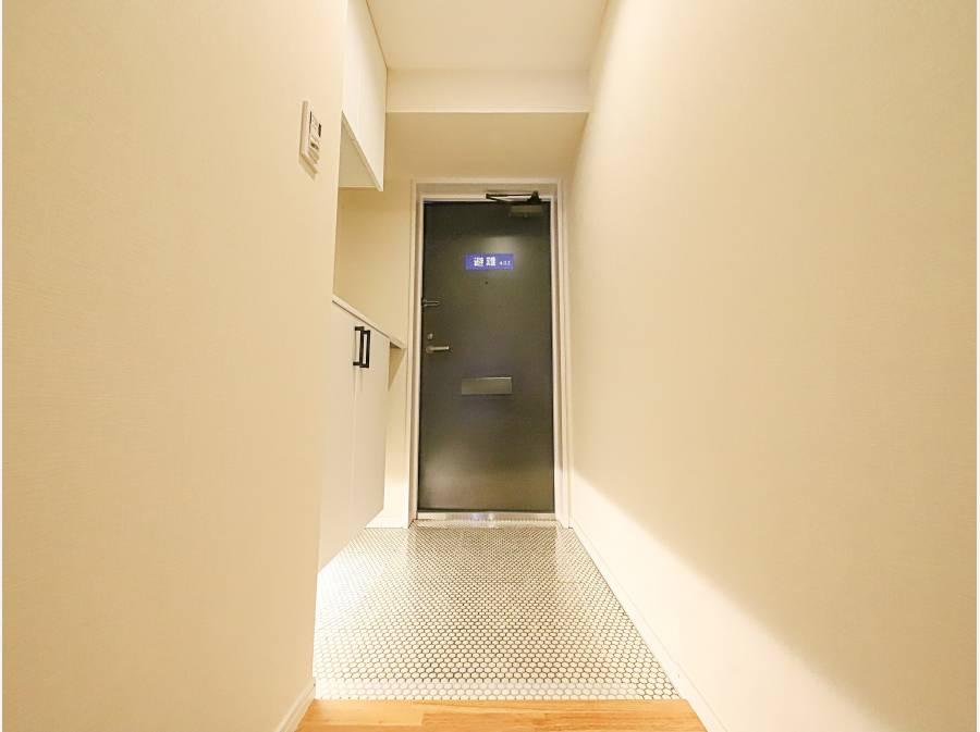 玄関スペースは間接照明も付いていて、とても清潔感がございます。