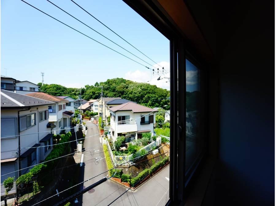 周辺の戸建てより高いため、開けた眺望が魅力です。