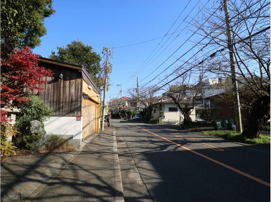 鎌倉山のメイン通りより入る(約60m)