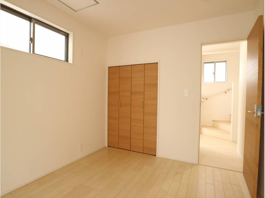 クローゼット完備の洋室