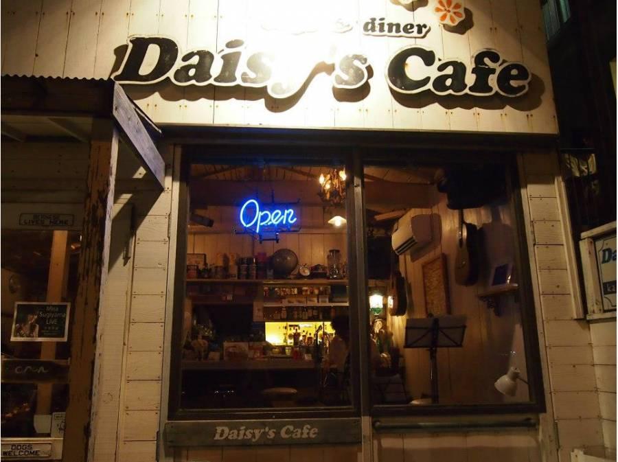 デイジーズカフェ 約600M 海岸線のローカルなお店です