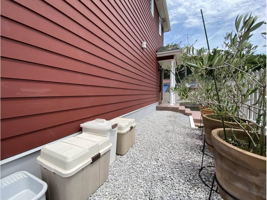 家の周囲もゆとりのある造り。ちょっとしたお庭の使い方が可能です