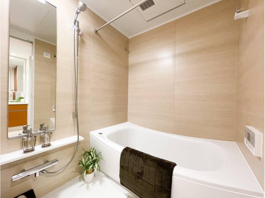 ゆったりとしたバスルームは1日の疲れを癒やしてくれます。