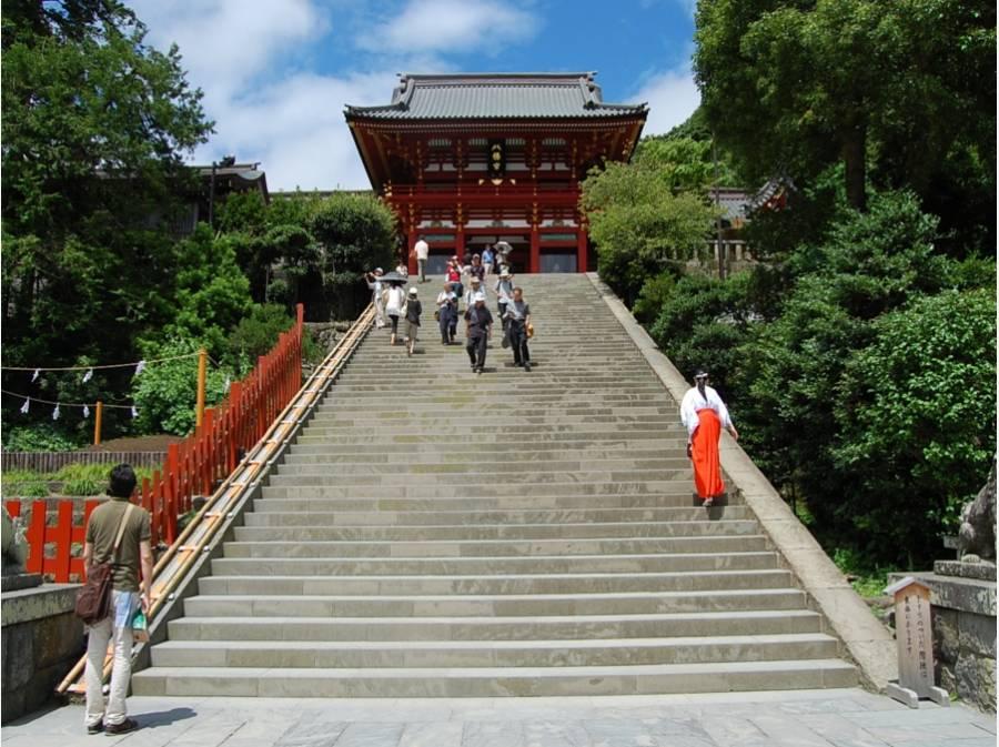 鶴岡八幡宮まで約750m(徒歩10分)