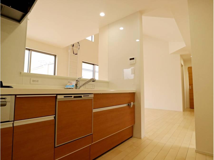 食洗器完備のシステムキッチン。