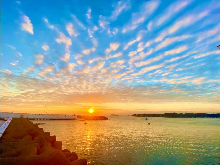 逗子マリーナからはこんなに綺麗な夕日を望めます