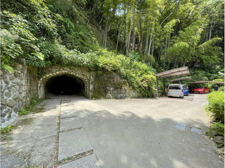 広いカースペースにタイムトンネル・・自己所有の千載隧道です!