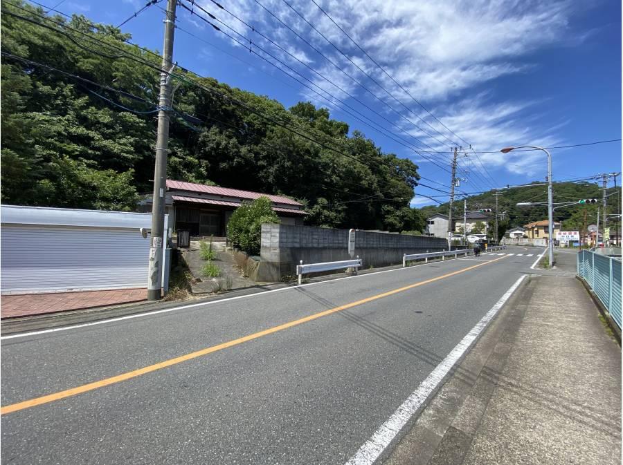 バス通りの県道204号線までは約30m